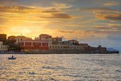 Solnedgång i porten av Chania Arkivbild