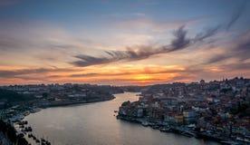 Solnedgång i Porto, Portugal Douro flod Royaltyfri Foto