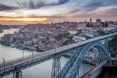 Solnedgång i Porto, Portugal Douro flod Fotografering för Bildbyråer