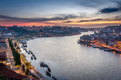 Solnedgång i Porto, Portugal Douro flod Royaltyfria Bilder