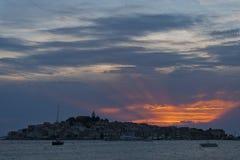 Solnedgång i Primosten, Kroatien Royaltyfri Foto