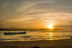 Solnedgång i Puerto Viejo fotografering för bildbyråer