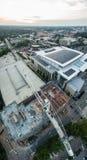 Solnedgång i Raleigh, NC ovanför en konstruktionsplats Royaltyfri Foto