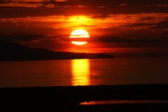 Solnedgång i se arkivbilder