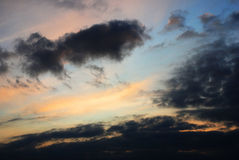 Solnedgång i skyen royaltyfria bilder