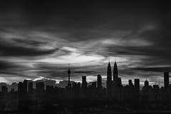 Solnedgång i stad Arkivbilder