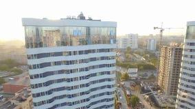 Solnedgång i staden stock video