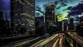 Solnedgång i i stadens centrum Los Angeles på den fjärde gatabron arkivfoton