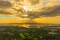 Solnedgång i stadslandskapet Royaltyfri Fotografi