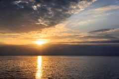 Solnedgång i Stilla havet philippines Arkivbilder
