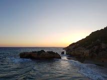 Solnedgång i stranden Arkivfoto