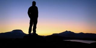 Solnedgång i swedischbergen Arkivfoto