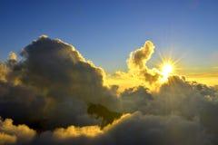 Solnedgång i taiwan det höga berget Fotografering för Bildbyråer