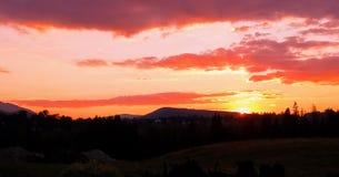 Solnedgång i tatraberg i koscielisko Arkivbild