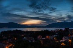 Solnedgång i Tivat Arkivbild