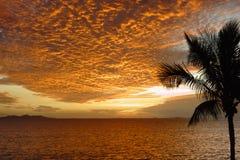 Solnedgång i tropiska Fiji Fotografering för Bildbyråer