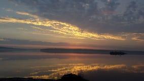 Solnedgång i Västervik, Sverige royaltyfria bilder