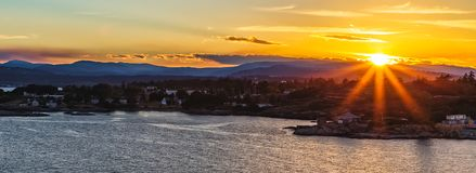 Solnedgång i Victoria Bay, F. KR., Kanada royaltyfri fotografi