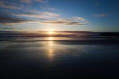 Solnedgång Kust av Atlantic Ocean Royaltyfri Foto