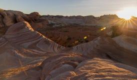 Solnedgång - landskap av dalen av brand nära Las Vegas Nevada NV USA royaltyfria foton