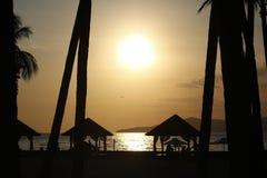 Solnedgång med berg Royaltyfria Bilder