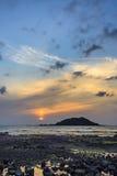 Solnedgång med den Biyangdo ön Arkivbild