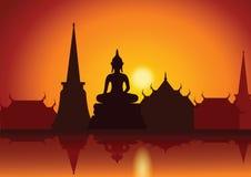 Solnedgång med den thailändska den Buddhatemplet och flodstranden asiatisk livsstil stock illustrationer