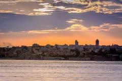 Solnedgång med dramatisk himmel över Istanbul, Turkiet Royaltyfri Foto