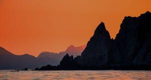 Solnedgång med en bedöva härlig himmel ovanför den kustlinjeKalifornien halvön mexico Royaltyfria Foton