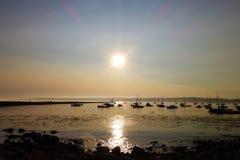 Solnedgång med fartyg Royaltyfria Bilder