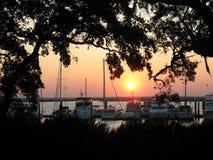 Solnedgång med fartyg Royaltyfri Bild