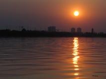 Solnedgång med fiskebåtar på sjön Royaltyfri Bild
