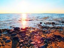 Solnedgång med fiskebåtar på sjön Arkivbilder