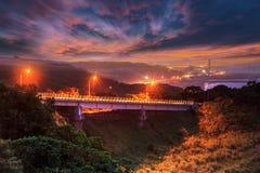 Solnedgång med havet och Mountain View, Taiwan Arkivbild