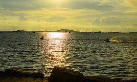Solnedgång med jetski Arkivfoto