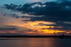 Solnedgång med molnet Royaltyfri Foto