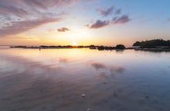 Solnedgång med reflexion Royaltyfri Fotografi
