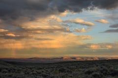 Solnedgång med regnbågen över den Sandwash handfatet, Colorado Royaltyfri Fotografi