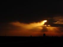 Solnedgång med silhouetten royaltyfri bild