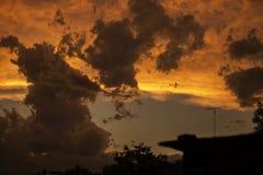 Solnedgång med stormen royaltyfri fotografi