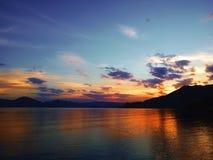 Solnedgång med strålar Royaltyfri Foto