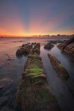 Solnedgång med strålen av ljus och den ledande linjen Royaltyfri Fotografi