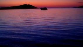 Solnedgång med yachten lager videofilmer
