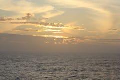 Solnedgång medelhavs- hav för kekova till trevelyachten Europeisk kust Royaltyfria Foton
