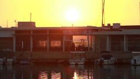 Solnedgång nära fartygs hytt nära den gamla staden Limassol stock video