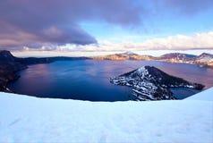 Solnedgång nationalpark på krater för sjön, krater sjö, Oregon royaltyfria foton