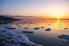 Solnedgång och is Arkivfoto
