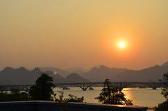 Solnedgång och afton Arkivbild