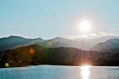 Solnedgång och blå himmel Arkivbilder
