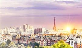 Solnedgång och Eiffeltorn Royaltyfri Foto